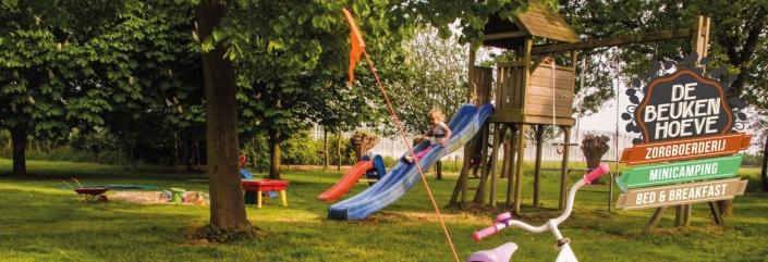 speeltoestel van de minicamping voor de kleintjes